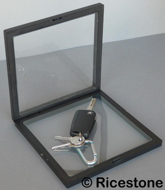cadre de collection pour pr sentation d 39 objet multiforme 18x20 cm. Black Bedroom Furniture Sets. Home Design Ideas