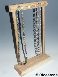 pr sentoir artisanal porte bijoux en bois pour collier et sautoir incol1h. Black Bedroom Furniture Sets. Home Design Ideas