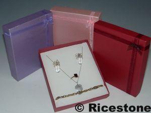 boite cadeau pour bijoux bague boucle d 39 oreille et cha nette biy1316. Black Bedroom Furniture Sets. Home Design Ideas