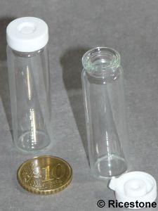 petite bouteille de contenance 5 cc en verre avec bouchon. Black Bedroom Furniture Sets. Home Design Ideas
